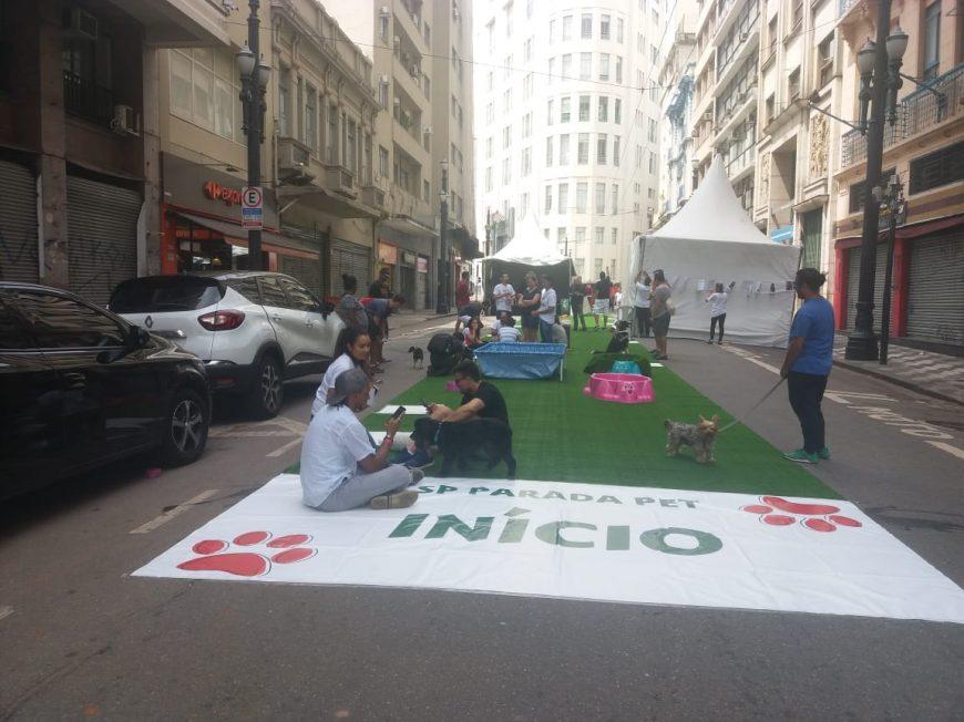 Parada Pet agita centro histórico de São Paulo
